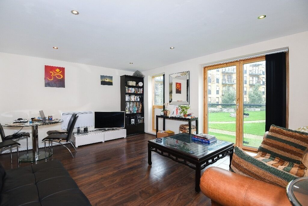 Plough Lane, SW19 - Spacious one bedroom flat looking over beautiful communal gardens - £1,350pcm
