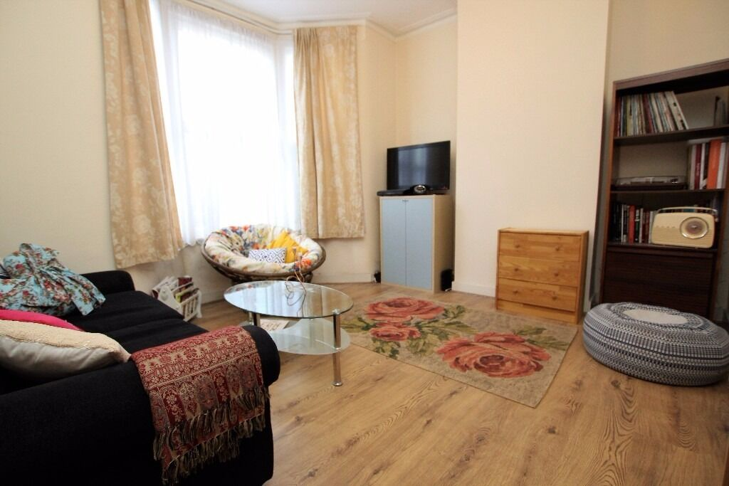 Well-presented Unfurnished One Bed Flat Located Under a Mile Walk From Leyton Tube E10