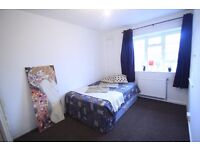 COMFY DOUBLE ROOM TO RENT IN CAMDEN TOWN NEAR TO THE UNDERGROUND/OVERGROUND. 28I