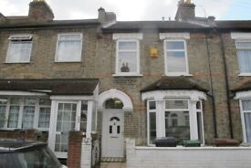 DOUBLE ROOM WITH EN-SUITE IN A WELL MAINTAINED SHARED HOUSE