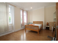 Spacious 3 bedroom 3 storey split level house To Let located in Islington N1.