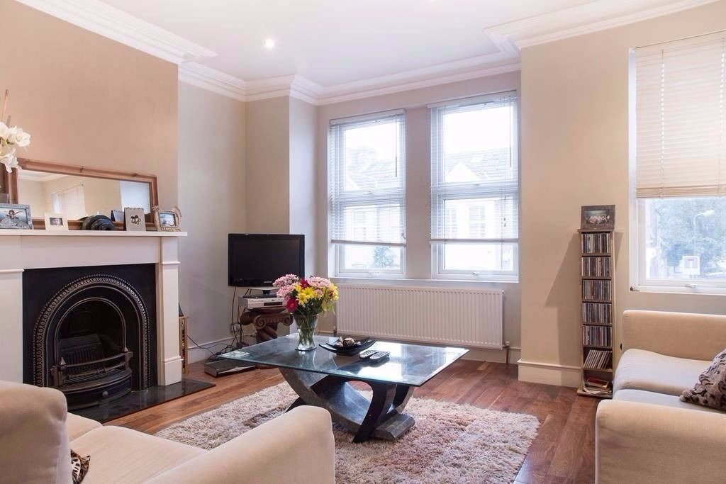 Stunning 2 bed, 2 bath apartment in Wimbledon, SW19