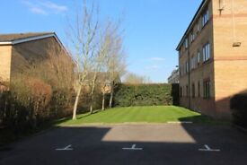 SUPERB 1 BEDROOM GARDEN FLAT WITH FREE PARKING NEAR TRAIN & ZONE 2 NIGHT TUBE, 24 HOUR BUSES & SHOPS