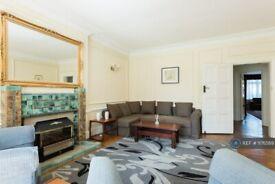 5 bedroom house in Gunnersbury Avenue, London, W5 (5 bed) (#1176569)