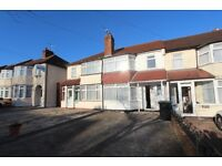 DSS WELCOME WITH A GUARANTOR - 3 BEDROOM TERRACED HOUSE IN ENFIELD, EN3