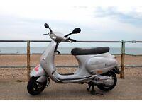 Silver Piaggio Vespa ET4 125cc , Lovely little bike !