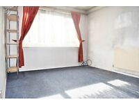 *** FURNISHED 1 BED FLAT FELTHAM £895 PCM AVAILABLE IMMEDIATELY *** - Close to shops/bus routes