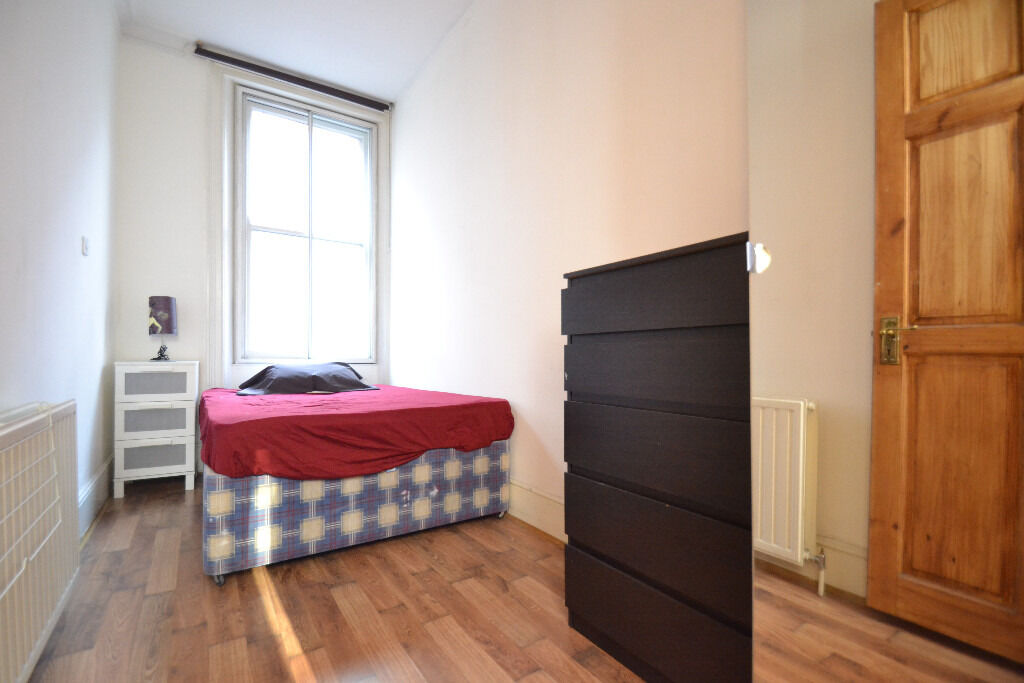 A well located four bedroom flat located moments from Old Street and the City of London.