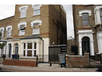 *** 3 LARGE DOUBLE BEDROOM SPLIT LEVEL FLAT AVAILABLE ON FOULDEN ROAD, N16 7UR***