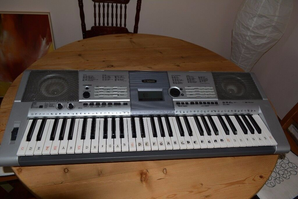 yamaha psr e403 portable keyboard synthesiser 61 touch sensitive full size keys in. Black Bedroom Furniture Sets. Home Design Ideas