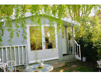 Beautiful Detached Studio - Close to Richmond Park, River and Station