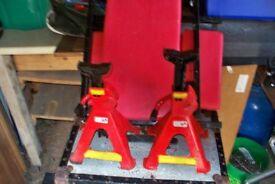 CAR JACKING SYSTEM - 2 TON LIMIT ( jacks & bench )