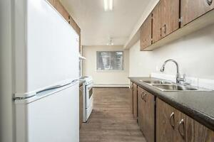 *MOVE IN NOW~DON'T PAY TILL MAY* 2 Level 2 Bdrm by Kingsway~186 Edmonton Edmonton Area image 3