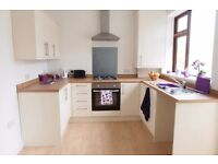 PROFESSIONALS - 4 High Spec Double rooms to rent close to DRI Hospital & Town Centre!