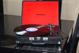 3 SPEED RECORD PLAYER/BUILTIN SPEAKER/CARRY CASE/POWER CABLE