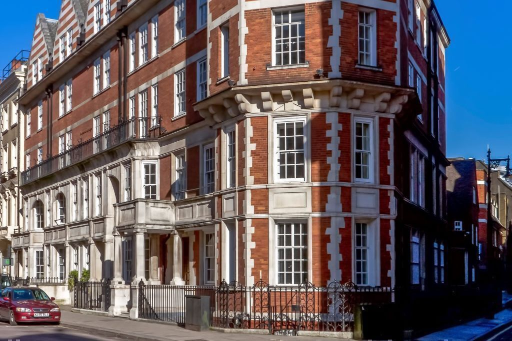 3 Person Premium Office for rent in London Mayfair W1K