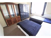 VERY NICE TWIN ROOM IN A NICE FLAT !! *PERFECT LOCATION*