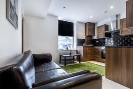 Canary Wharf -- single room within a friendly and clean environment. Only 2 min walk from station