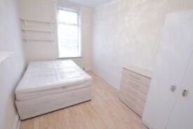 Large majestic double room in perfect location, E14!!