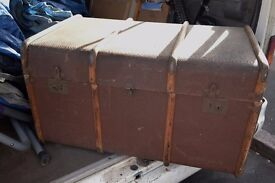 VINTAGE TRUNK IDEAL RESTORATION OR SHOP FEATURE DISPLAY