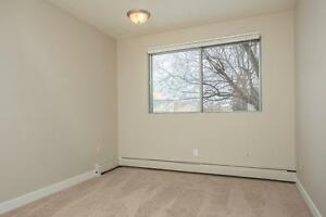 *MOVE IN NOW~DON'T PAY TILL MAY* 2 Level 2 Bdrm by Kingsway~186 Edmonton Edmonton Area image 12