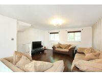 Large 3 bedroom Town House with terrace - Minutes from Burgess Park