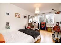 LARGER THAN AVERAGE ONE BEDROOM FLAT ON JUSTIN CLOSE CLOSE TO LOCAL TRANSPORT LINKS £1200 PCM