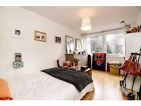 LARGER THAN AVERAGE ONE BEDROOM FLAT ON JUSTIN CLOSE CLOSE TO LOCAL TRANSPORT LINKS £1275 PCM