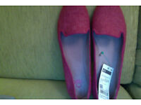 Benetton loafers / flats in raspberry / pink. Size 41.