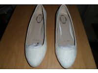 IVORY LACE FULL LOW HEEL WEDDING SHOES - SIZE 6 - NEW