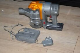 DYSON DC16 VACUUM CLEANER/CHARGER/CHARGINGDOCK INCLUDED NOTWORKING
