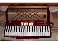 Hohner Virtuola iii 41 key 120 bass accordion with case and straps