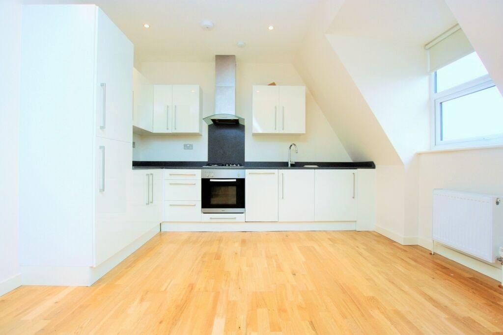 1 bedroom flat in Brentview House, North Circular Road, Golders Green Golders Green, NW11