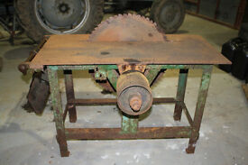 CIRCULAR SAWBENCH, BELT DRIVEN, COMPLETE BUTNEEDS TIDYING>
