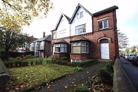 Furnished Bright Double room, in one of the best areas of Roundhay, Leeds 8