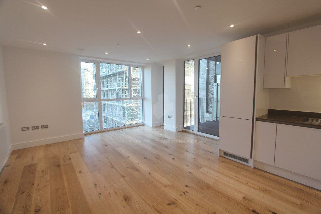 One bedroom flat, 5 mins from Canning Town Station. *NO REFERENCES FEES*