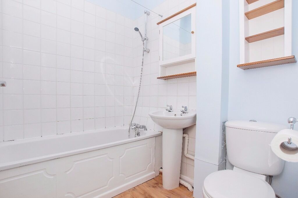 £0 AGENCY FEE!!! Stunning 1 Bedroom Flat, STREATHAM and TOOTING COMMON. The best for a classy living