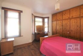 ** DOUBLE ROOM WITH FITTED WARDROBES TO RENT IN EDMONTON * £550PCM WITH ALL BILLS & INTERNET INC **
