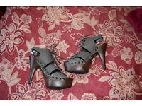 Grey heeled shoe size 6