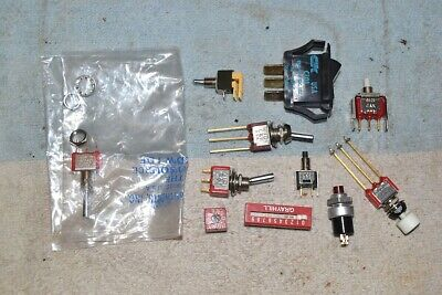 Lot of 10 NOS C/&K 8125J82 Momentary SPDT Pushbutton with LED Holder