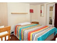 Good Double or twin room-Private patio-Camden
