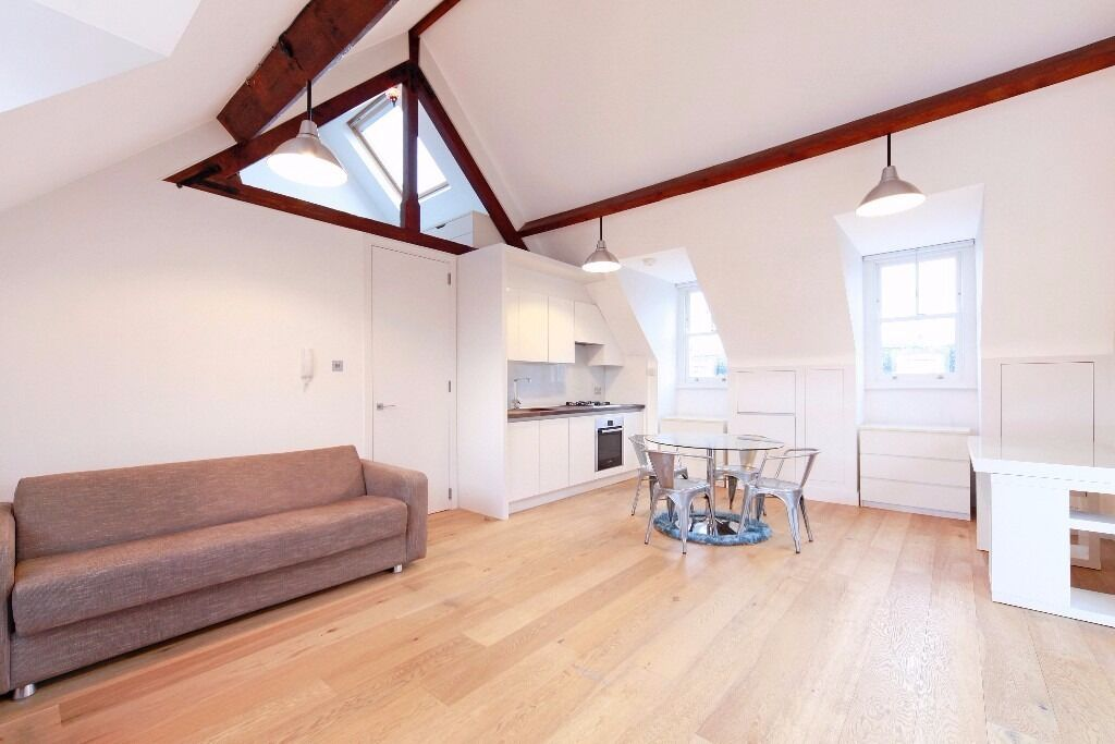 Spectacular large Studio Flat - SELF-CONTAINED. Parsons Green (District Line)