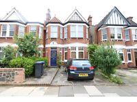 2 bedroom flat in Lakeside Road, London, N13