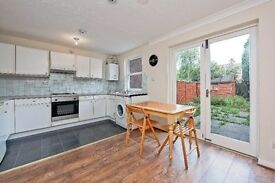 Immaculate 3 bedroom house in Edgware available now