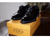 Tod's black patent leather women's shoes, size 40, used, with original box.