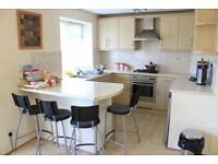 Beautiful spacious 2 bed flat avail now in the heart of N14 FOR FAMILIES NEARBY SCHOOLS SHOPPING GYM