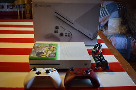 Xbox One S 500GB FIFA 17 & x2 Controllers Bundle