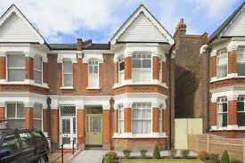 Immaculate 2/3 bed apartment on sought after road in Queens Park NW6