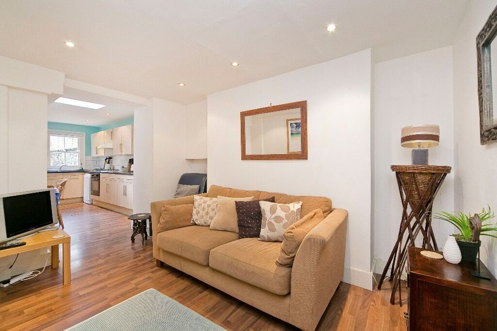 TWO DOUBLE BEDROOM FLAT IN CAMDEN - £450PW - NOW - HALF PRICE REFERENCING FOR QUICK MOVE
