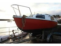 18ft very stable cabin cruiser on trailer